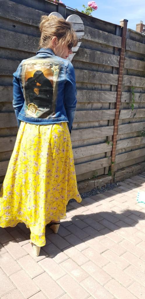 Spijkerjasje custom gemaakt met een foto en textielverf