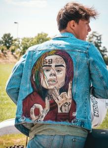 Spijkerjas beschilderd hiphop