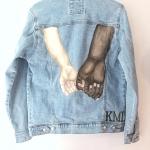 Custom spijkerjasje handbeschilderd met twee handen