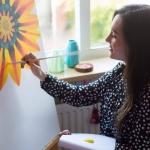 kunstenares aan het schilderen