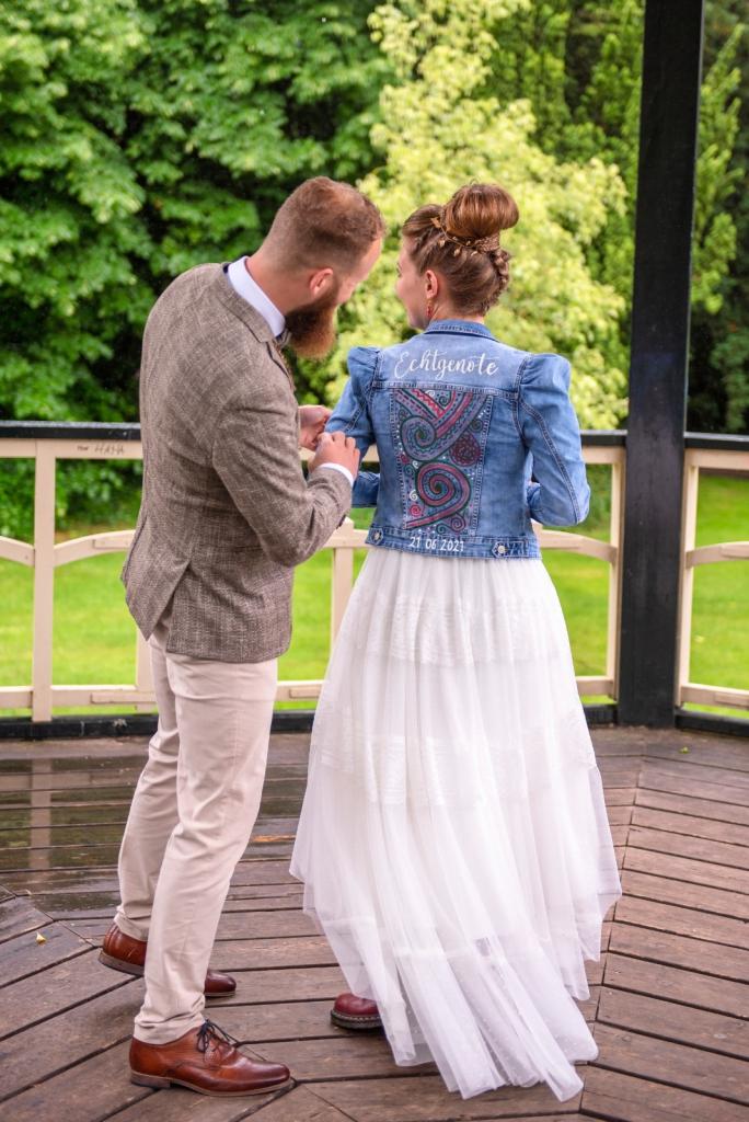Spijkerjasje beschilderd bruiloft